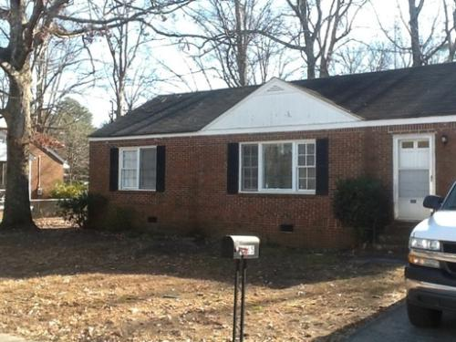 Forrest Park (Atlanta): Large 2 Bed 1 Bath Home...