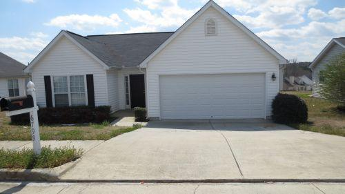 This three bedroom, two bath ranch home is a gr...