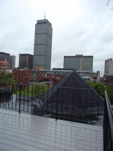 Comm Ave. 1 Bed with Guest Loft & Private Roofdeck - 1 br Boston, MA