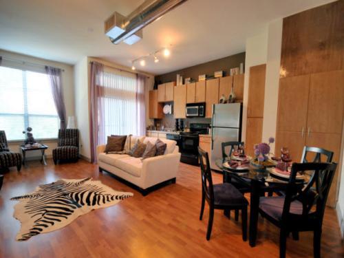 Village Square Apartments Throckmorton Dallas Tx