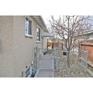 3 Bedroom Top Floor Edmonton Corner Lot 2 Large. - 3 br Edmonton, ALBERTA