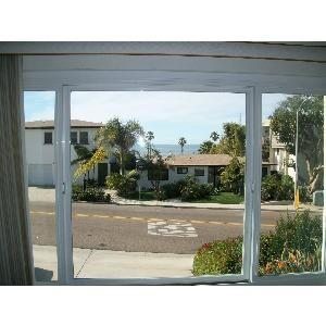 Beautiful Beach Condo, Ocean View, Walk to All